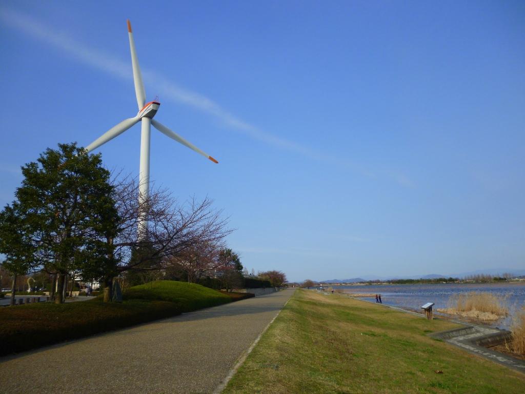風車と赤野井湾